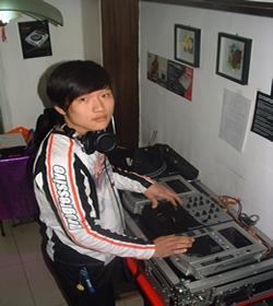 男生dj dj舞曲美女dj劲爆视频